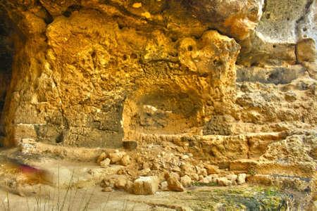 渓谷の洞窟