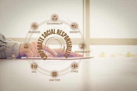 Tableau de responsabilité sociale de l'entreprise avec des mots-clés et des icônes à l'écran Banque d'images - 57634597