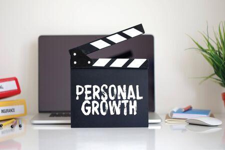 crecimiento personal: Cine Clapper con la palabra de Crecimiento Personal Foto de archivo