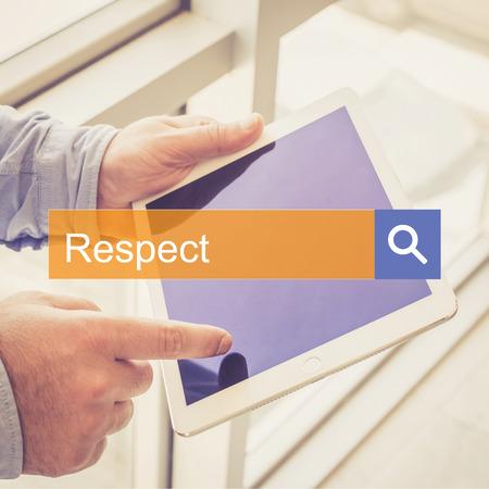 comunicación escrita: SEARCH TECHNOLOGY COMMUNICATION  Respect TABLET FINDING CONCEPT Foto de archivo