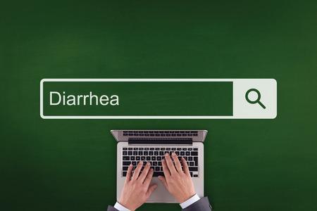 diarrea: PERSONAS comunicación para la salud DIARREA CONCEPTO DE LA TECNOLOGÍA BÚSQUEDA Foto de archivo