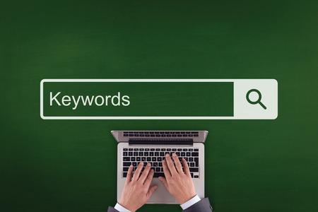 オフィス通信キーワード技術検索コンセプトを働く人々