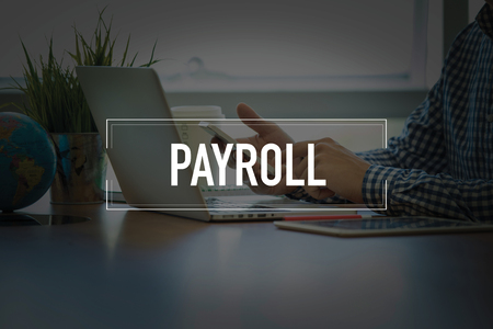 salarios: PEOPLE USING SMARTPHONE COMMUNICATION TECHNOLOGY  PAYROLL OFFICE CONCEPT