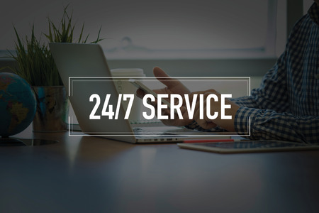 PEOPLE USING SMARTPHONE COMMUNICATION TECHNOLOGY  24/7 SERVICE OFFICE CONCEPT Stok Fotoğraf