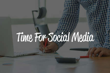 BUSINESS OFFICE WORKING COMMUNICATION TIME FOR SOCIAL MEDIA BUSINESSMAN CONCEPT