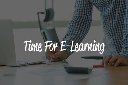 BUSINESS OFFICE WORKING COMMUNICATION TIME FOR E-LEARNING BUSINESSMAN CONCEPT
