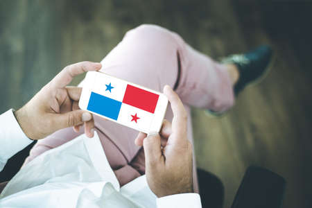 bandera de panama: People using smart phone and showing on the screen the flag of PANAMA Foto de archivo