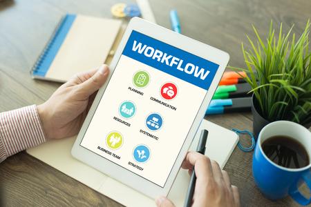 gobierno corporativo: Concepto de flujo de trabajo en Tablet PC de pantalla Foto de archivo
