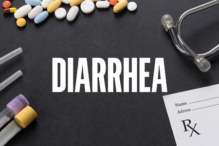 diarrea: DIARREA escrito sobre fondo negro con la medicación