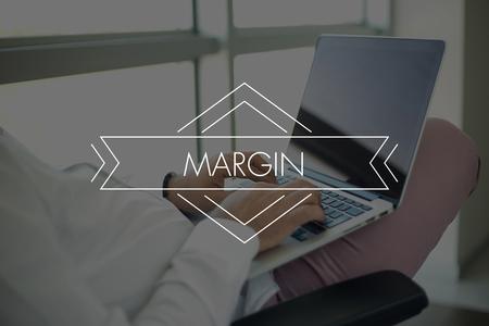 margen: Las personas usan la computadora portátil y el margen Concept Foto de archivo