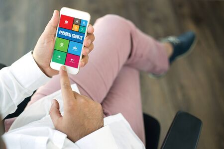 crecimiento personal: COMMUNICATION TECHNOLOGY INTERNET APP BUSINESS PERSONAL GROWTH CONCEPT Foto de archivo