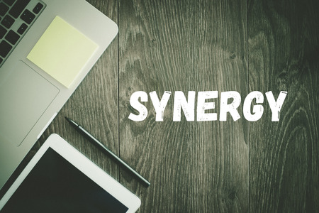sinergia: BUSINESS WORKPLACE TECHNOLOGY OFFICE SYNERGY CONCEPT Foto de archivo