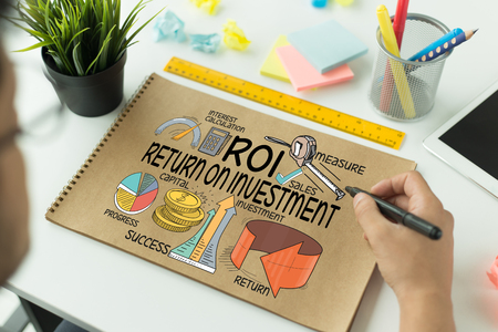 rate of return: BUSINESS FINANCE SUCCESS COMMUNICATION AND ROI CONCEPT Stock Photo