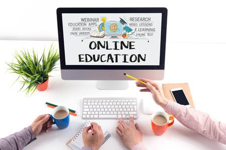 INTERNET COMUNICACIÓN CONOCIMIENTO DE ORDENADOR Y LÍNEA concepto de educación