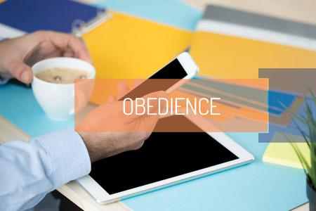 obediencia: CONCEPTO DE OBEDIENCIA Foto de archivo