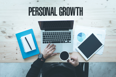 personal growth: COMMUNICATION TECHNOLOGY BUSINESS AND PERSONAL GROWTH CONCEPT Foto de archivo