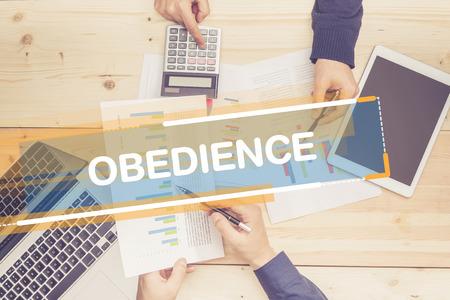 obediencia: OFICINA DE TRABAJO DEL ASUNTO OBEDIENCIA CONCEPTO Foto de archivo