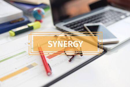 sinergia: BUSINESS CONCEPT: SYNERGY Foto de archivo