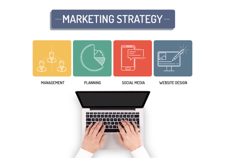 4p: BUSINESSMAN WORKING ON MARKETING STRATEGY CONCEPT