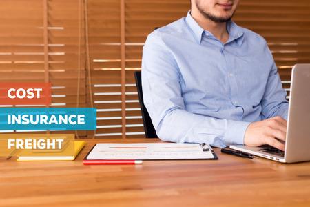 ASSURANCE CONCEPT COÛT FRET Banque d'images - 72178657