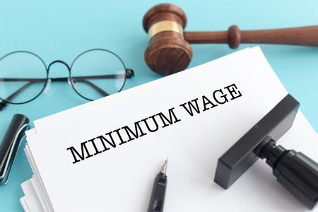 最低賃金のコンセプト 写真素材