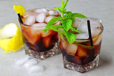 vermouth with lemon and mint, refreshing drink for the summer Foto de archivo