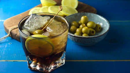 typical Spanish aperitif, with verbose, olives and chips with pepper and lemon 版權商用圖片