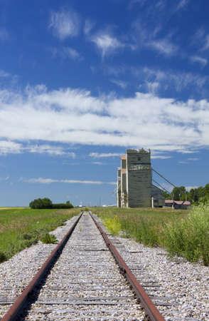 grain elevators and railway Banco de Imagens