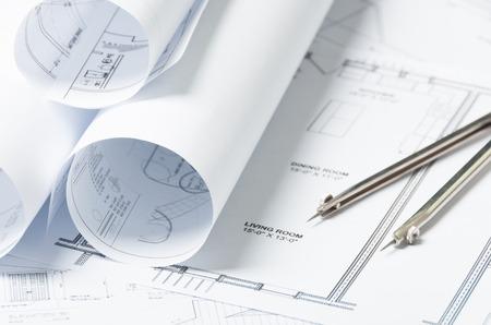 Zeichnung und architektonischen Instrumente auf den Engineering-Blaupausen Standard-Bild - 39544253