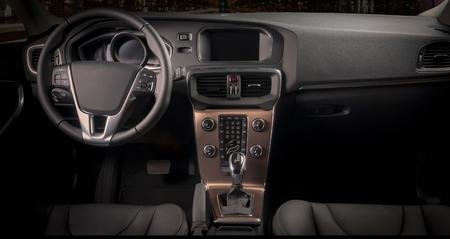 Innenraum eines modernen Automobils, die die Instrumententafel Standard-Bild - 45658674