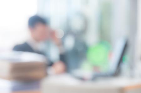 Unscharfen Hintergrund Büro, Büroangestellter am Computer, Arbeitstages Standard-Bild - 46912427