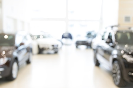 Unscharfe Händlergeschäft, mit den Autos und Soft-Blitz Standard-Bild - 57201267