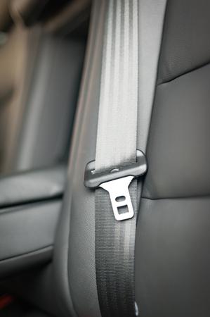 cinturon de seguridad: cinturón de seguridad en una silla de cuero en la inter coche moderno