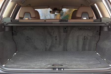 Empty trunk space in modern  car interior Standard-Bild