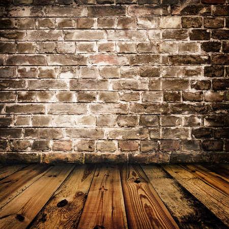 brick floor: pared de ladrillo de grunge y piso de madera  Foto de archivo