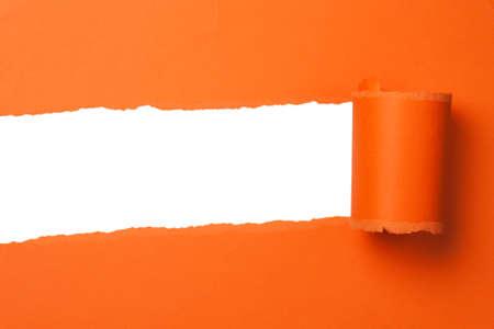 lacrime: carta teared arancia con spazio di copia Archivio Fotografico