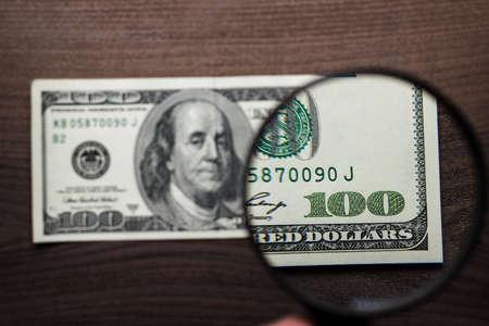 dinero falso: cientos de dólares autenticidad de los billetes