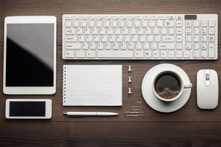 overhead of essential office objects in order on wooden desk Standard-Bild