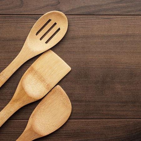 attrezzi cucina diversi strumenti di cucina in legno sul tavolo con copia spazio archivio fotografico