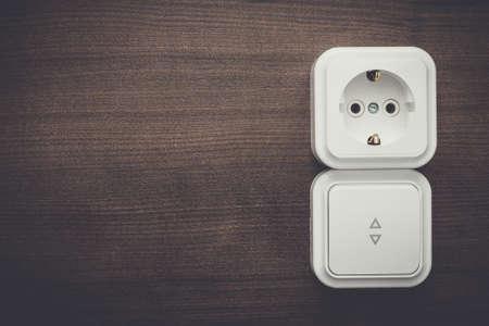 enchufe de luz: interruptor de la luz y la toma de corriente de la pared Foto de archivo