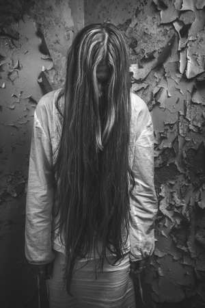 zombie girl with loong hair in an abandoned building 免版税图像