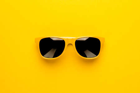studio shot of yellow sunglasses. summer is coming concept Zdjęcie Seryjne - 72115120