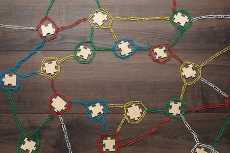 blockchain technology concept depicted with paperclips and puzzle pieces Standard-Bild
