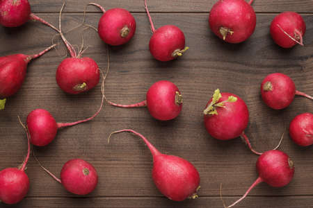 fresh red radishes on the wooden table Imagens - 97391911