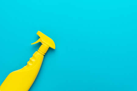 yellow cleaning spray on the turquoise blue background with copy space. flat lay image of yellow plastic dispenser. minimal photo of cleanser in yellow container Imagens