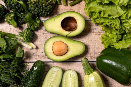 Green vegetables: avocado, asparagus, broccoli, green pepper, parsley. Raw food diet. Keto diet. Gluten free diet. 版權商用圖片