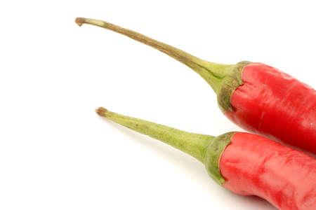 chiles secos: Aj� rojo contra un fondo claro.
