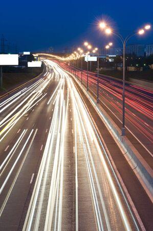 Automobil-Lichter in der Nacht auf der Autobahn Standard-Bild - 9565005