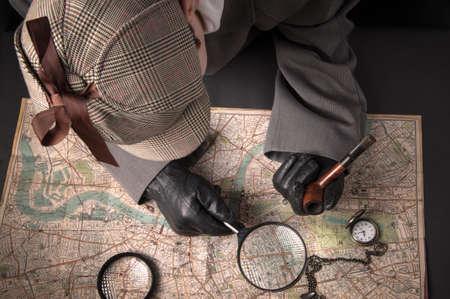 Detective man- magnifying glass, map of London, clock on chain Standard-Bild