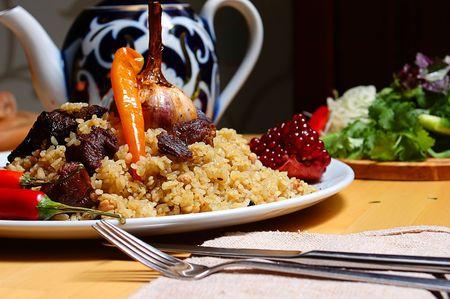 Recette de traditionnelles de riz pilaf, ou pilau, des pays asiatique et du milieu orientales